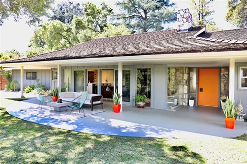 Photo of 3608 Hampstead Road, La Canada Flintridge, CA 91011 (MLS # 820001206)