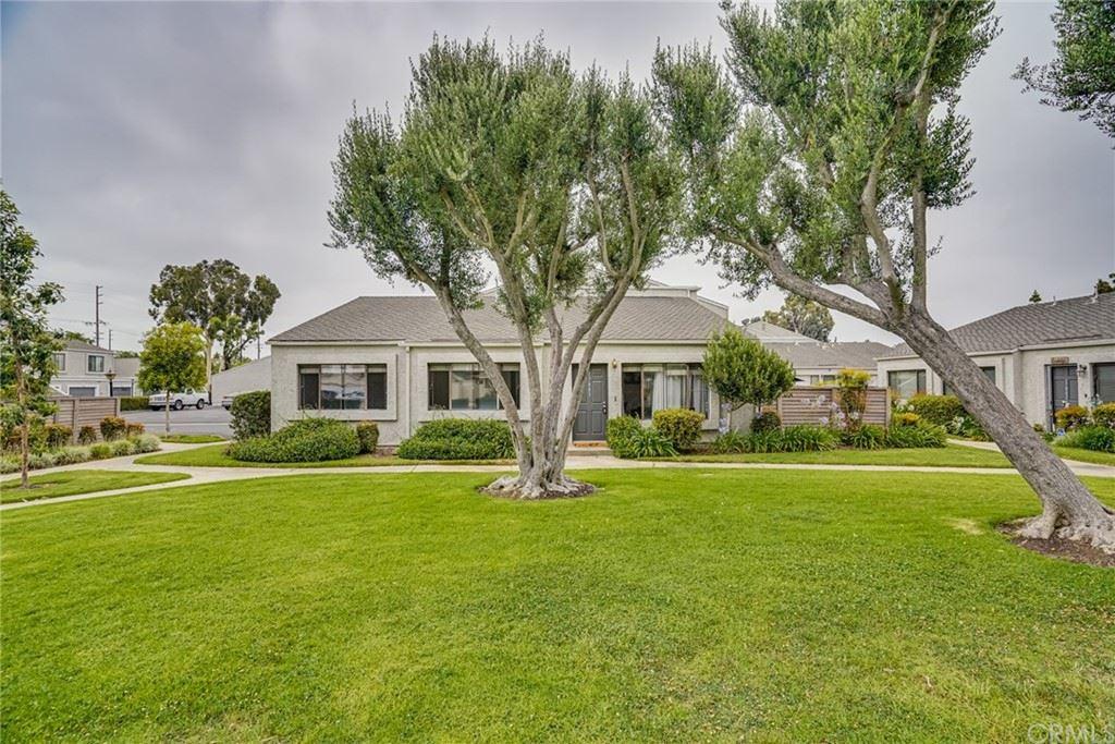 Photo of 17883 Maggie Lane #23, Huntington Beach, CA 92647 (MLS # OC21165211)