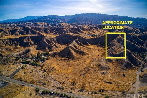 Photo of 1 Old Dirt Rd, Canyon Country, CA 91386 (MLS # SR21216212)