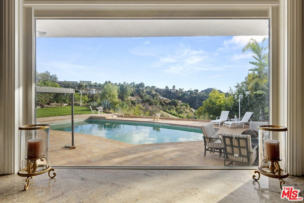 Photo of 9606 Arby Drive, Beverly Hills, CA 90210 (MLS # 21686212)