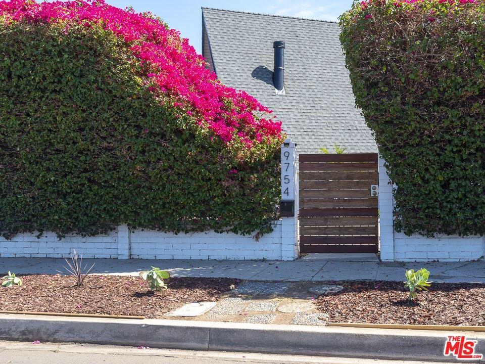 Photo for 9754 Swinton Avenue, North Hills, CA 91343 (MLS # 21788214)