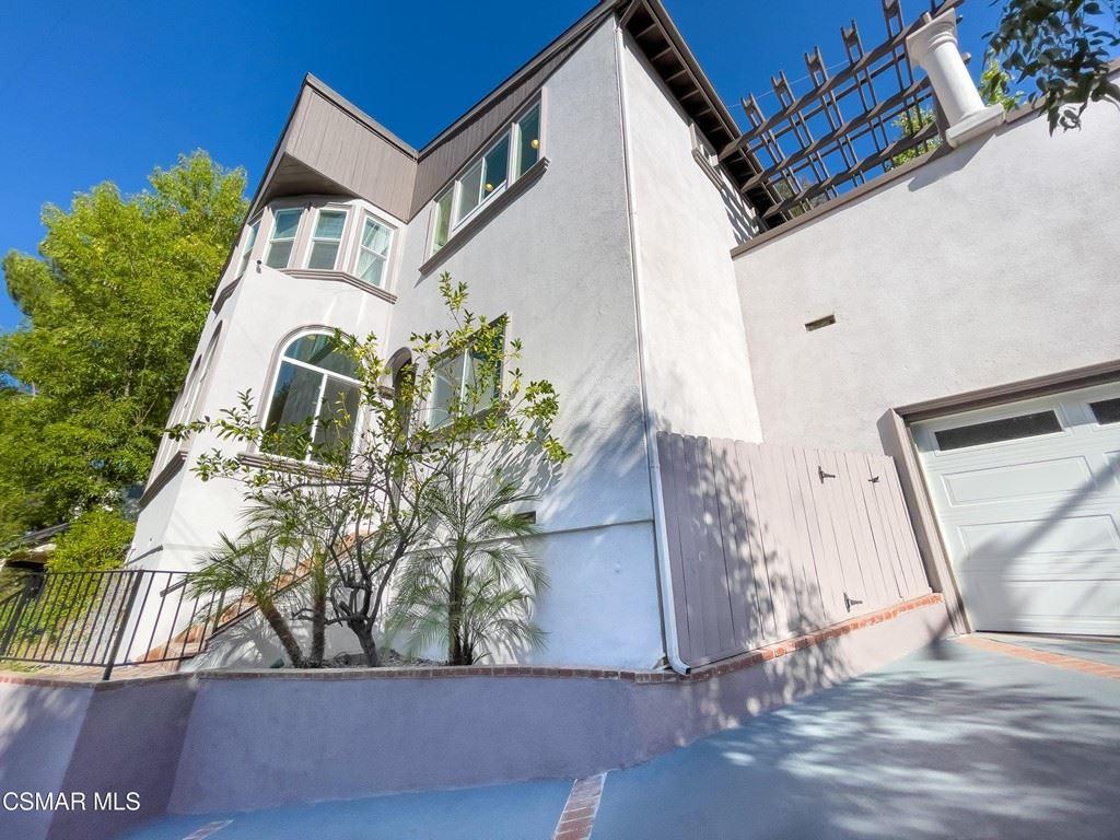 Photo of 4170 Saltillo Street, Woodland Hills, CA 91364 (MLS # 221005214)