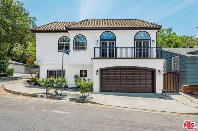 Photo of 11674 Sunshine Terrace, Studio City, CA 91604 (MLS # 21750216)
