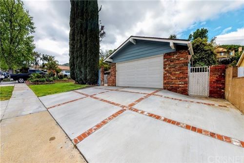 Photo of 23638 Daisetta Drive, Newhall, CA 91321 (MLS # SR20079221)