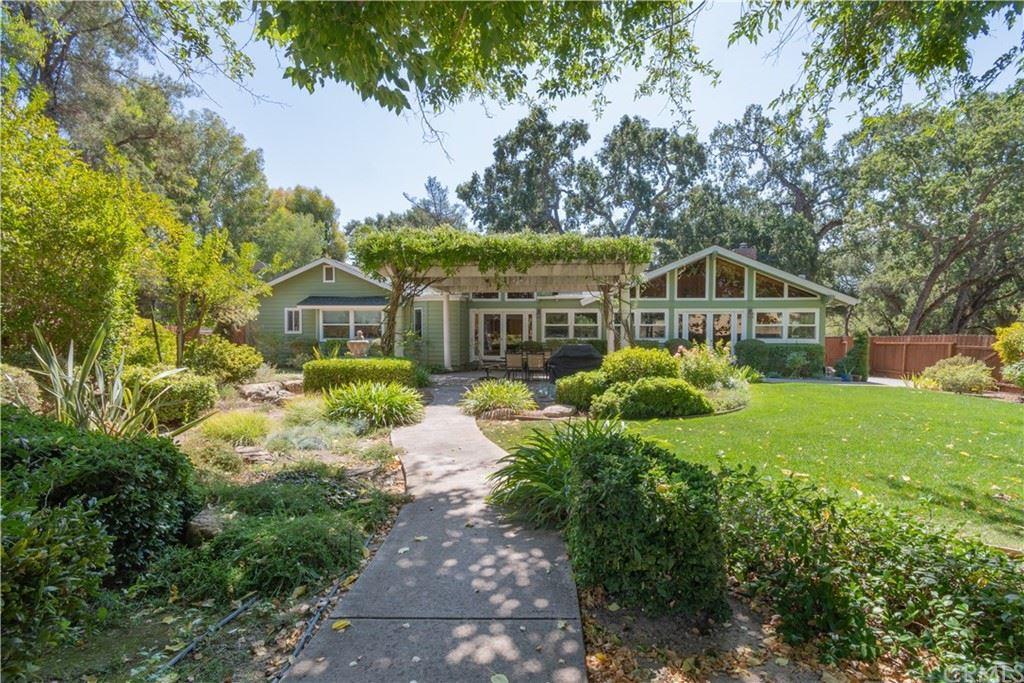Photo of 6320 Vineyard Drive, Paso Robles, CA 93446 (MLS # NS21201222)