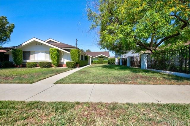 Photo of 10139 Hayvenhurst Avenue, Granada Hills, CA 91343 (MLS # SR21148223)