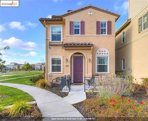 Photo of 806 Queen Palm Ln, Brentwood, CA 94513 (MLS # 40893225)