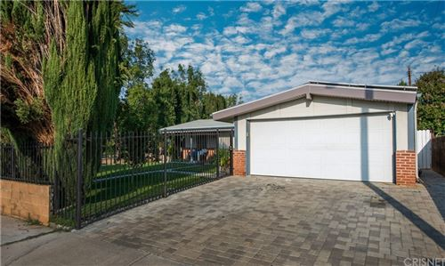 Photo of 27232 Rockgrove Avenue, Canyon Country, CA 91351 (MLS # SR21205226)