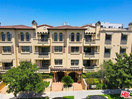 Photo of 5037 Rosewood Avenue #302, Los Angeles, CA 90004 (MLS # 20623228)