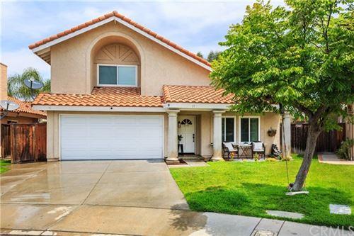 Photo of 15 Via Bellorita, Rancho Santa Margarita, CA 92688 (MLS # PW21129228)