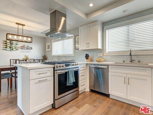 Photo of 18550 Hatteras Street #22, Tarzana, CA 91356 (MLS # 21716228)