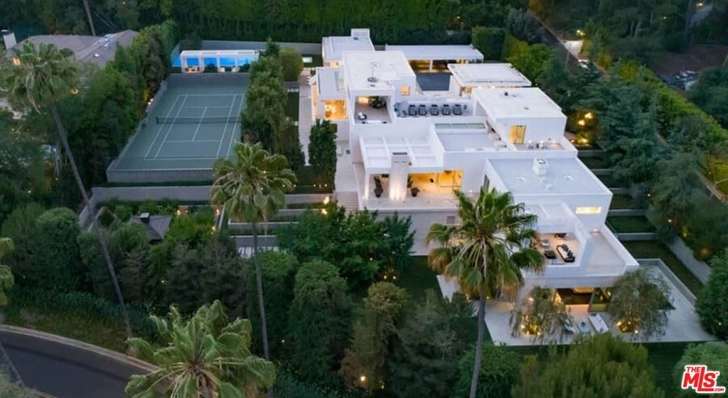 Photo of 1109 Calle Vista Drive, Beverly Hills, CA 90210 (MLS # 21751228)