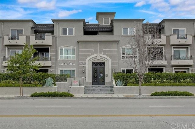 Photo of 4424 Whitsett Avenue #203, Studio City, CA 91604 (MLS # BB21079228)