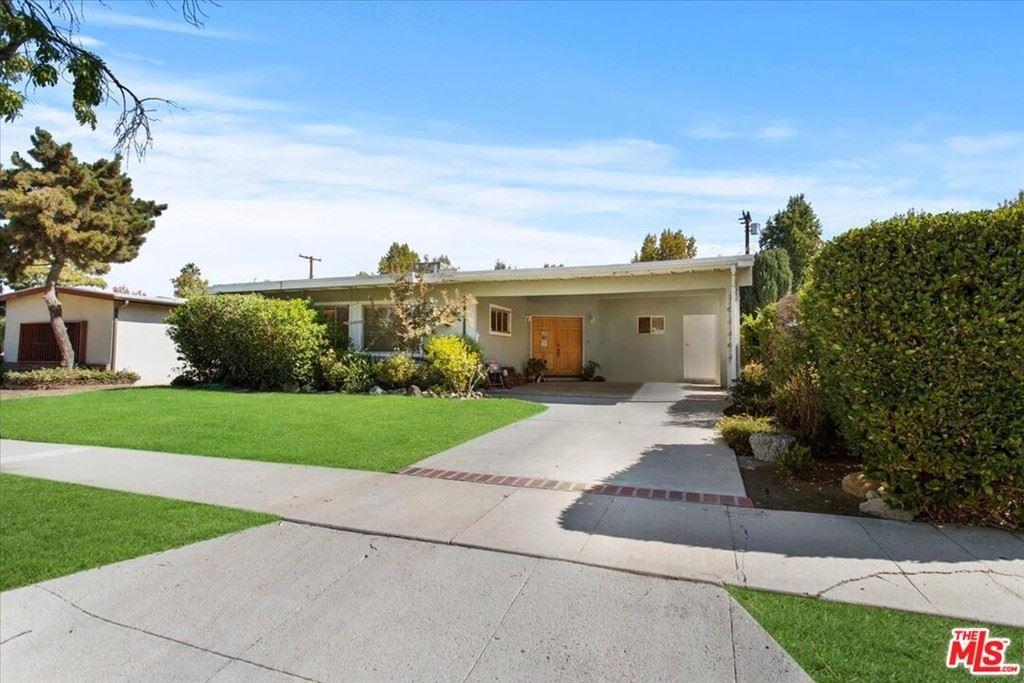 Photo of 5732 Graves Avenue, Encino, CA 91316 (MLS # 21796230)