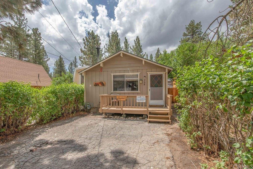 724 Elysian Boulevard, Big Bear City, CA 92314 - MLS#: JT21161235