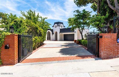 Photo of 14622 Deervale Place, Sherman Oaks, CA 91403 (MLS # 221001239)