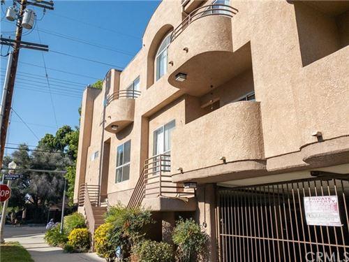 Photo of 11524 Moorpark Street #4, North Hollywood, CA 91602 (MLS # BB20109239)