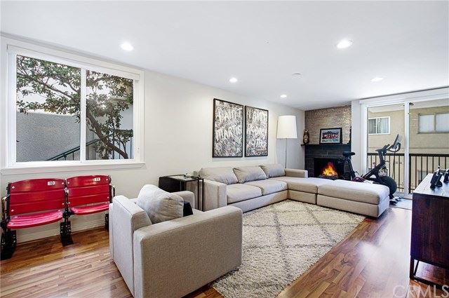 Photo of 906 N Doheny Drive #302, West Hollywood, CA 90069 (MLS # IN20183241)