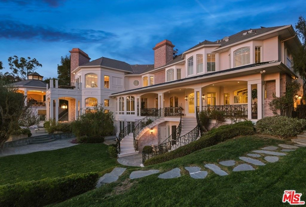 Photo of 16258 Shadow Mountain Drive, Pacific Palisades, CA 90272 (MLS # 20660242)