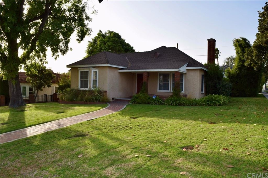 Photo of 737 E Grinnell Drive, Burbank, CA 91501 (MLS # BB21229243)