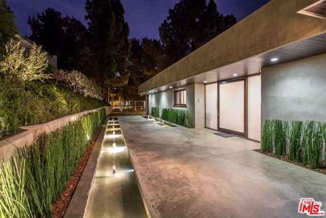 Photo of 1281 Loma Vista Drive, Beverly Hills, CA 90210 (MLS # 21729244)