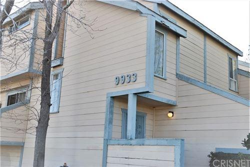 Photo of 9933 Independence Avenue #B, Chatsworth, CA 91311 (MLS # SR21008245)