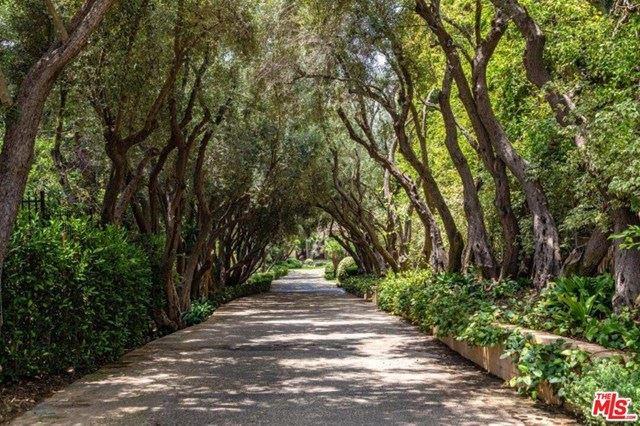 Photo of 545 S MAPLETON Drive, Los Angeles, CA 90024 (MLS # 20553246)