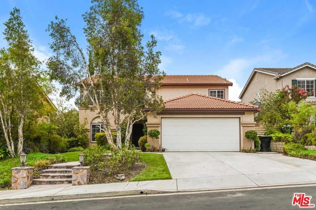 Photo for 30617 Beryl Place, Castaic, CA 91384 (MLS # 21762246)
