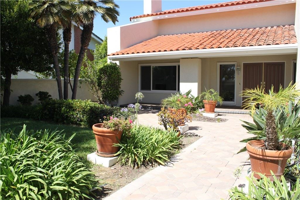 Photo of 16 POINT LOMA Drive, Corona del Mar, CA 92625 (MLS # NP21168259)