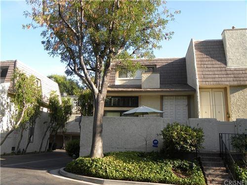 Photo of 6121 Shoup Avenue #17, Woodland Hills, CA 91367 (MLS # SR21162262)