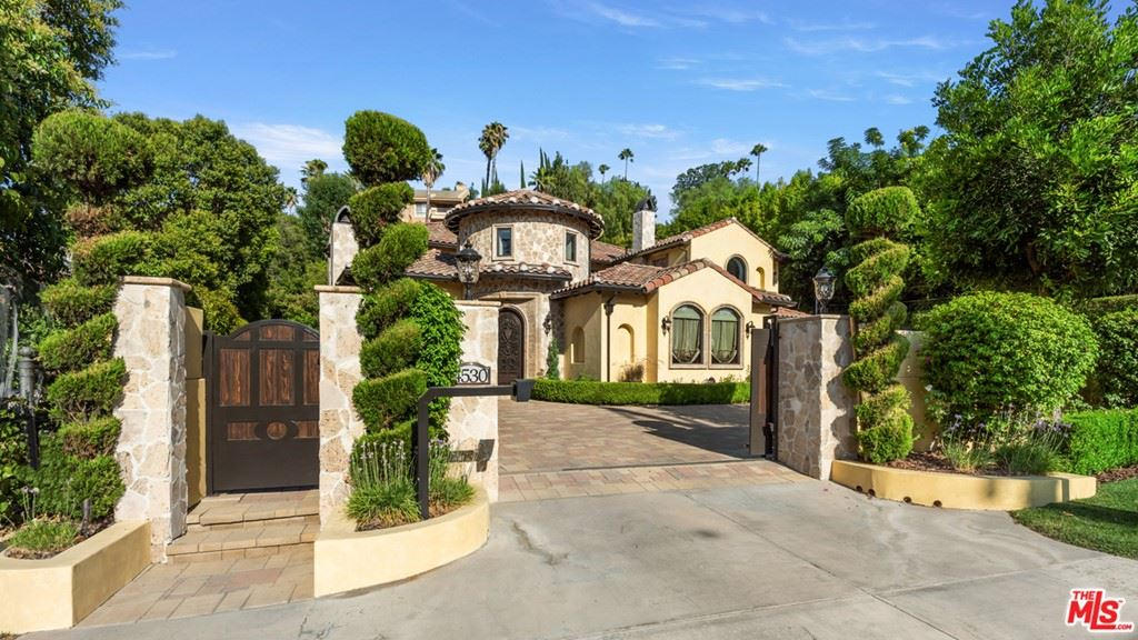 Photo of 4530 Hayvenhurst Avenue, Encino, CA 91436 (MLS # 21765264)