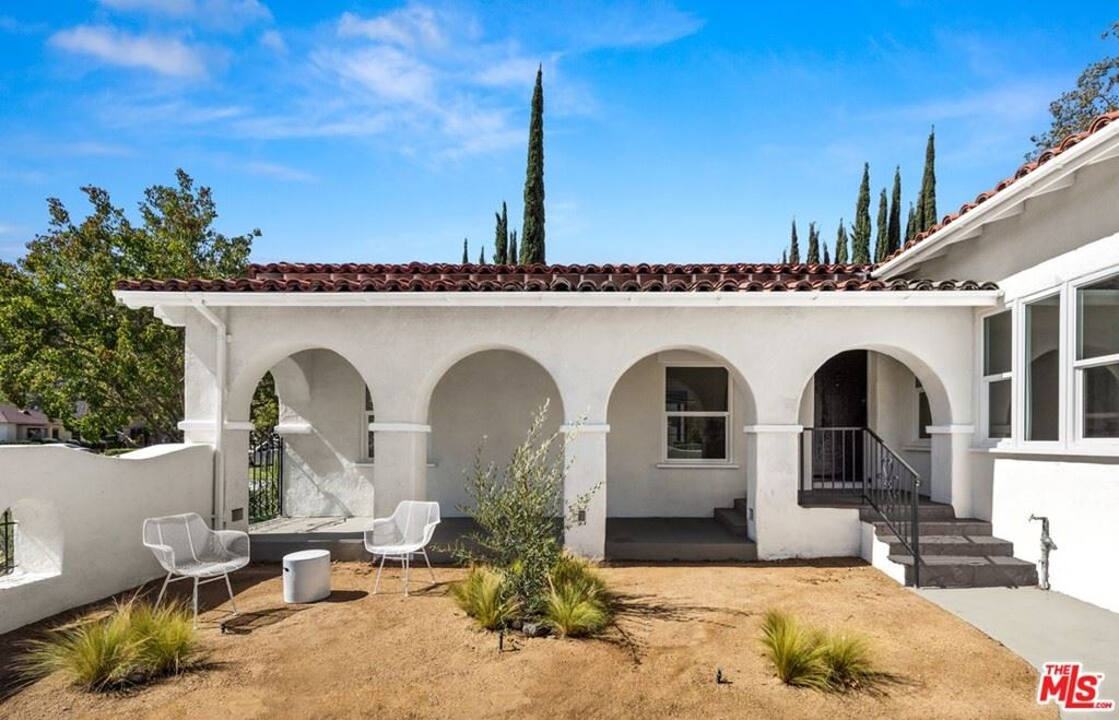 Photo of 1653 Country Club Drive, Glendale, CA 91208 (MLS # 21795266)