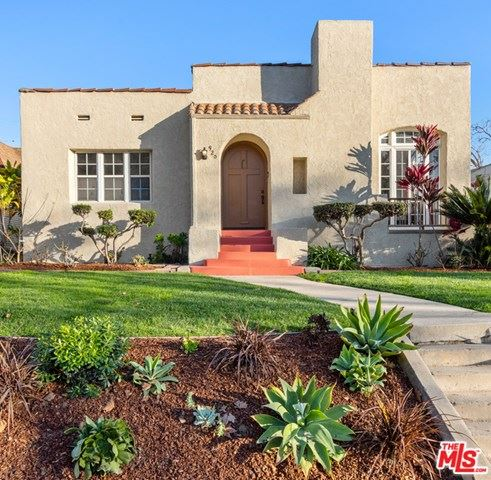 Photo of 920 S Lucerne Boulevard, Los Angeles, CA 90019 (MLS # 21679268)