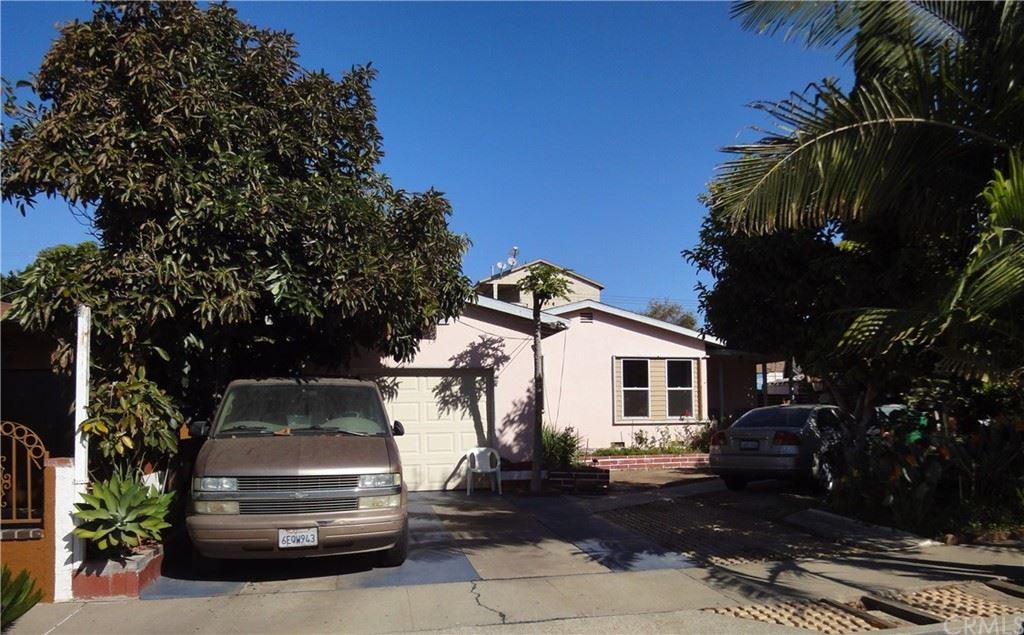 Photo of 925 W Brook Street, Santa Ana, CA 92703 (MLS # PW21231269)