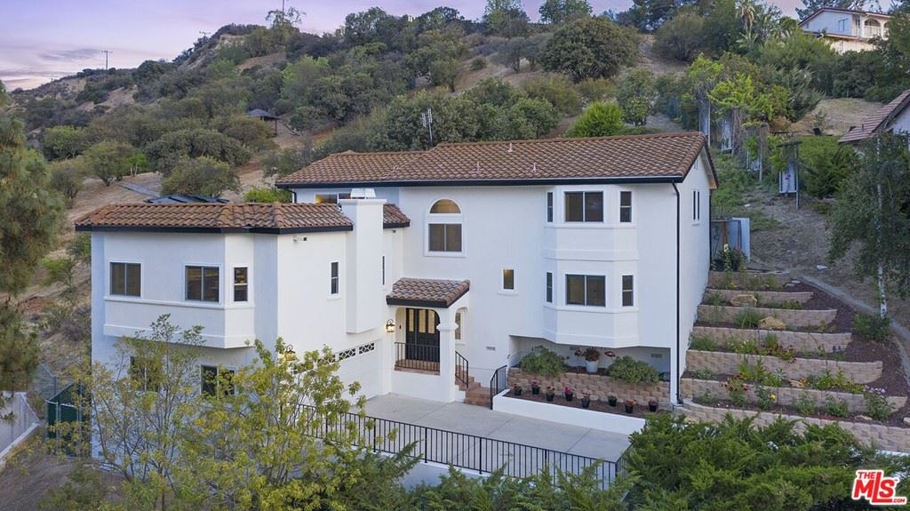 Photo of 21824 Ambar Drive, Woodland Hills, CA 91364 (MLS # 21750270)