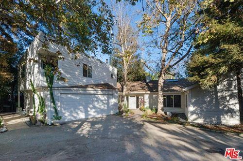 Photo of 400 S Saltair Avenue, Los Angeles, CA 90049 (MLS # 21719272)