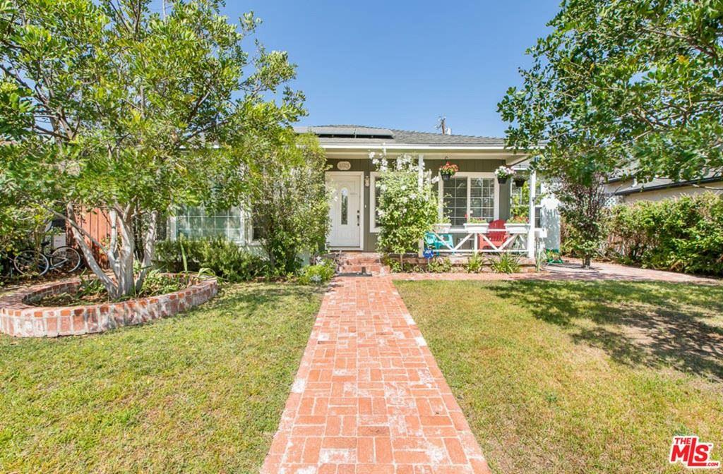 Photo of 6653 Mclennan Avenue, Lake Balboa, CA 91406 (MLS # 21763276)