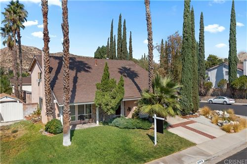 Photo of 28975 Gladiolus Drive, Canyon Country, CA 91387 (MLS # SR21209282)