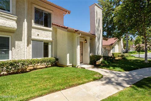 Photo of 933 Quarterhorse Lane, Oak Park, CA 91377 (MLS # 221003284)