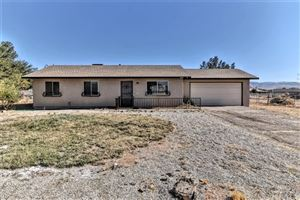 Photo of 16687 Pauhaska Road, Apple Valley, CA 92307 (MLS # CV19248285)