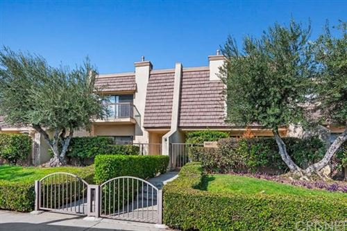 Photo of 18425 Collins Street #D, Tarzana, CA 91356 (MLS # SR20220288)