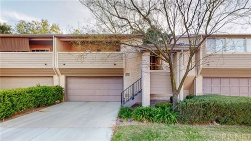 Photo of 20090 Avenue Of The Oaks, Newhall, CA 91321 (MLS # SR21101288)