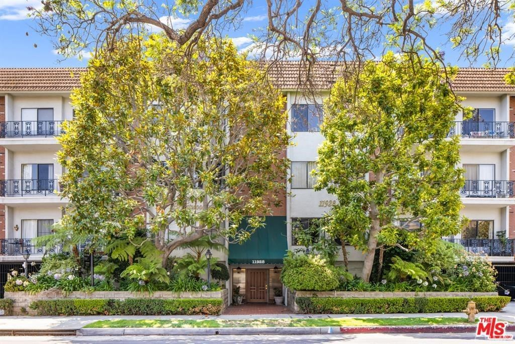 11928 Kiowa Avenue #105, Brentwood, CA 90049 - MLS#: SB21179289
