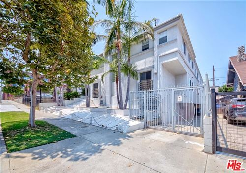 Photo of 957 S Gramercy Drive #204, Los Angeles, CA 90019 (MLS # 21760290)