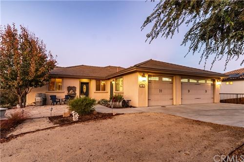 Photo of 725 Red Cloud Road, Paso Robles, CA 93446 (MLS # NS19271300)