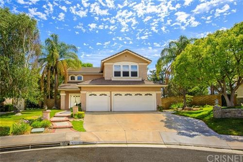 Photo of 27503 Woodfield Place, Valencia, CA 91354 (MLS # SR20096300)
