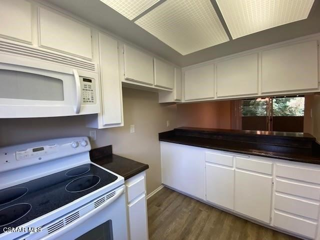 Photo of 424 Arbor Lane Court #204, Thousand Oaks, CA 91360 (MLS # 221003300)