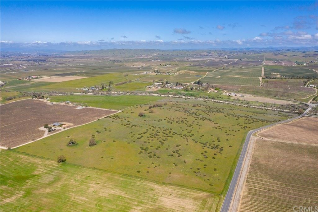 Photo of 0 Jardine Road, Paso Robles, CA 93446 (MLS # NS21123301)