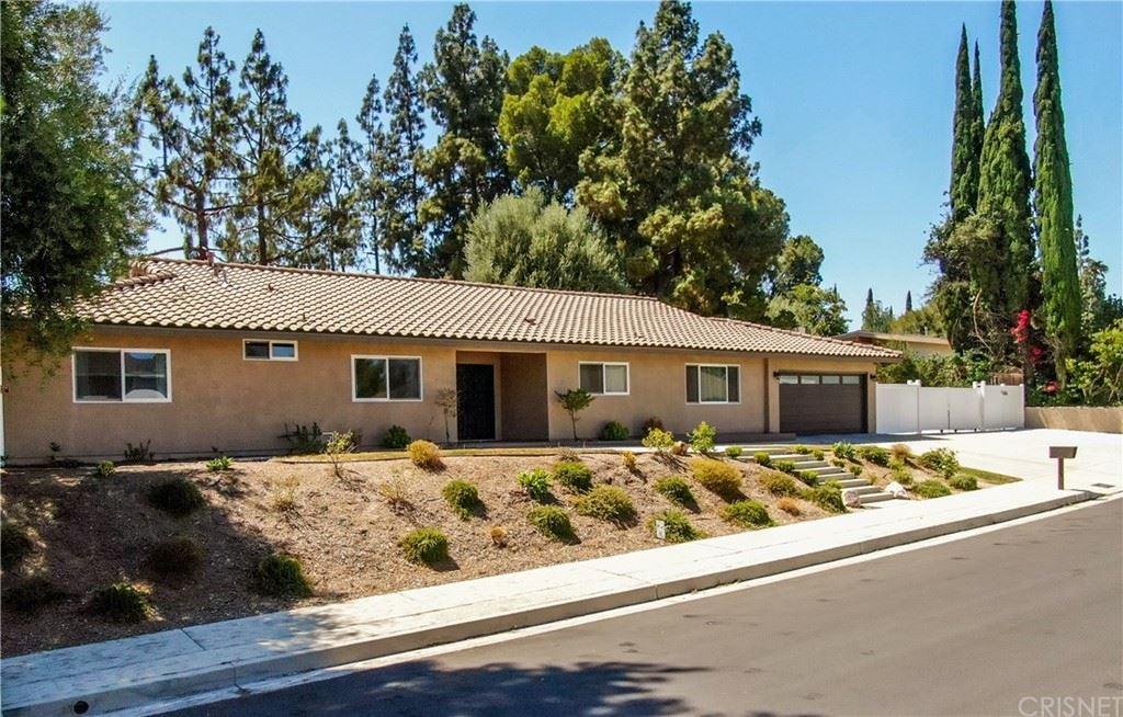 Photo of 12425 Kenny Drive, Granada Hills, CA 91344 (MLS # SR21160305)