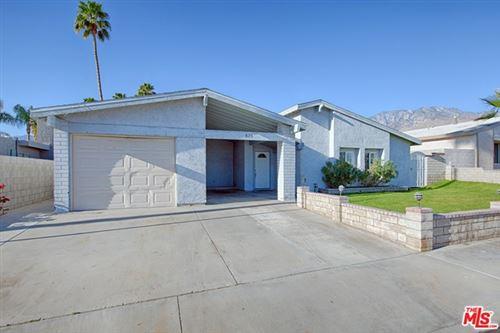 Photo of 825 Arroyo Vista Drive, Palm Springs, CA 92264 (MLS # 21697306)